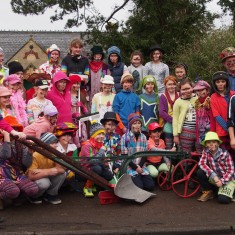 Children of 2014 recreate the Ploughboy photo of 1929