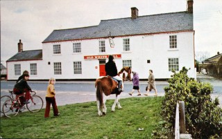 Photograph from a postcard of the Old White Bell at Southery, formerly 'The Silver Fleece' where Mucky Porter was landlord.   Kindly provided by Mrs J. Legge
