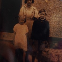 Peggy and Cyril Cooper as children on Rogers Road, Swaffham Prior, in the late 1930's
